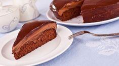 Pařížský dort jeklasika, kterou jenmálokdo doma svede. Chcete znát cukrářské triky, díky kterým bude korpus nadýchaný, šlehačka pevná a poleva kekrájení? Připravili jsme postup krok za krokem!