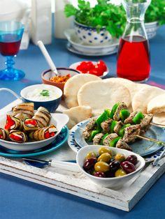 Eens een keer wat anders koken voor je gasten? Maak eens Griekse mezze! Tapas, maar dan op z'n Grieks, dus. Een aantal ideetjes.