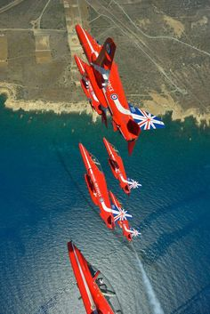 Y.IPDeer™. Arrow 1, Airplane Crafts, Raf Red Arrows, Air Fighter, Air Show, Art Posters, Battleship, Pilots, Military Aircraft