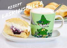Nächsten Sonntag feiern die Finnen den Laskiainen. Dazu gehört als Muss das Hefegebäck Pulla mit einer Marmeladen- und Schlagsahnefüllung 😋 Das Rezept für die Laskiaispulla findet ihr in unserem Blog! #Laskiaispulla #Pulla #Laskiainen #Finnland #Laskiaissunnuntai #Gebäck #Rezept #KalevalaSpirit Mugs, Tableware, Blog, Europe, Pea Soup, New Recipes, Easy Meals, Cooking Recipes, Kochen