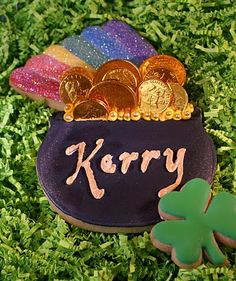 pot of gold decorated cookies