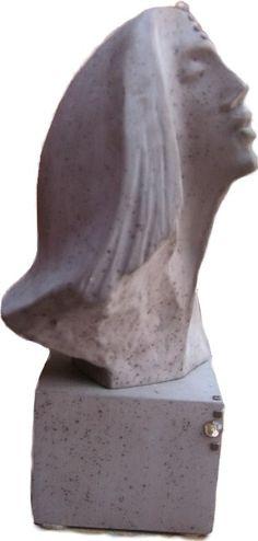 Tête de femme en céramique sur piédestal ''LE REGARD''