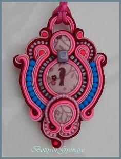 Pink sujtás medál / Pink soutache pendant / necklace Soutache Pendant, Pendant Necklace, Pink, Pink Hair, Drop Necklace, Roses