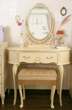 Shabby Chic. Definitely need one of these♡