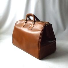 vintage 1940's large brown leather doctor bag by RecycleBuyVintage