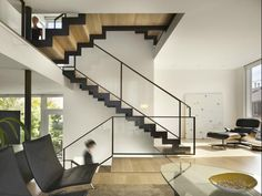 Floating staircase, glass railing