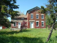 Houses, barns, other buildings and ruins and structures of Northern NY, Jefferson County and upstate area. Old Abandoned Buildings, Abandoned Property, Abandoned Places, Greek Revival Home, Southern Architecture, Erie County, Small Cottages, Old Building, Grasses
