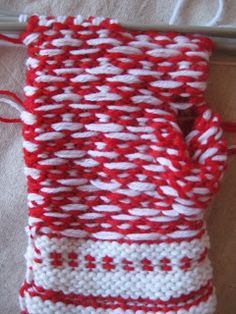 työn Knitting Socks, Free Knitting, Fair Isle Knitting Patterns, Crochet, Crafts, Fingerless Gloves, Tricot, Knit Socks, Manualidades