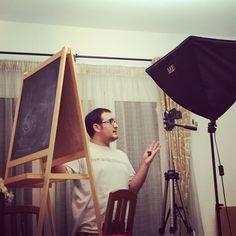 David grabando video tutoriales con contenido de alto valor para ayudar a personas a emprender online ¿tu quieres emprender online?Pincha en www.davidymiriam.com y descubre como puedes hacerlo #davidymiriam #conecta2enlared #hoyeseldia