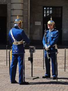 Photo: Royal Guards and Royal Palace in Stockholm in Sweden Sweden Tourism, Sweden Travel, Lappland, Kingdom Of Sweden, About Sweden, Swedish Army, Photo Voyage, Honor Guard, Scandinavian Countries