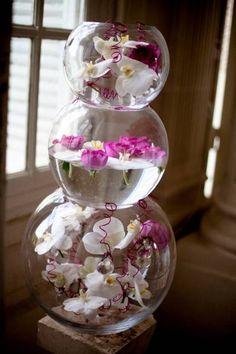 organisateur de mariage 28, décoration florale pour buffet de mariage, aquariums superposés, orchidées, A Fleur et à Mesure www.mariagedanslair.fr
