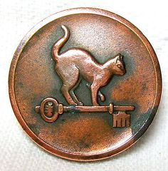 1880S COPPER LIVERY BUTTON with HIGH BACKED CAT ON KEY