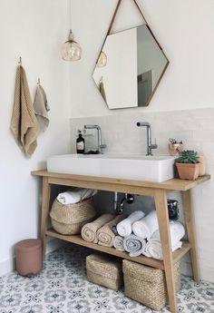 Bathroom Design Inspiration, Bad Inspiration, Bathroom Interior Design, Cosy Bathroom, Small Bathroom, Tropical Bedroom Decor, Amazon Home Decor, Spa Rooms, Diy Apartment Decor
