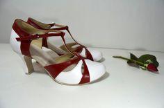 Svatební boty z pravé kůže. Model Anette T-styl. Kombinace pravé kůže bílé i tmavě červené. svatební boty, svatební obuv, svadobné topánky, svadobná obuv, obuv na mieru, topánky podľa vlastného návrhu, pohodlné svatební boty, svatební lodičky, svatební boty na nízkém podpatku, nude boty, boty v telové barvě, svatební boty na nízkém podpatku, balerínky, pohodlné svatební boty, bielo červené retro svadobné topánky