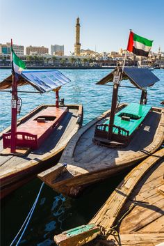 Want to see Dubai from a different point of view? From Dubai Creek, it's possible to spot palaces, mosques and other Dubai landmarks, including the Gold Souk and the Dubai Heritage Village.