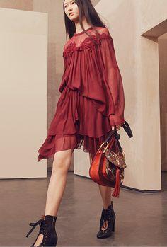 クロエ 2017年春コレクション - ふわりと泳ぐように揺れる春色ドレスに魅せられて | ファッションプレス