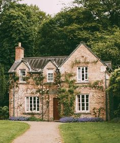 59 Ideas For English Country House Style Cottage Gardens Stone Cottage Homes, Stone Cottages, Cottage Style Homes, Cottage House Plans, Cottage House Styles, English Cottage Style, English Country Decor, English House, English Cottage Exterior