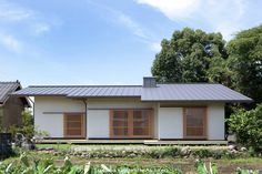 山道勉建築 の 北欧風 家 遠くを見る家~中津 6つの庭をもつ住まい~