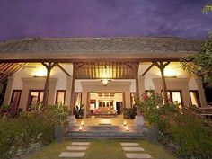 Villa Wilali has 4 bedrooms and sleeps 11. $1800 for the week.