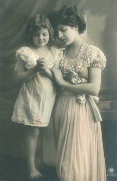 Vintage Rose Album: Mom with daughter Antique Photos, Vintage Pictures, Vintage Photographs, Old Pictures, Old Photos, Victorian Photos, Vintage Girls, Vintage Children, Vintage Art