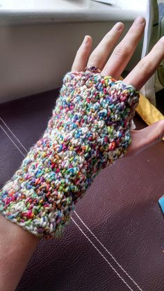 Crochet Hat Warm and simple fingerless mitts. - What with autumn setting in and nights and mornings become chillier, I decided that I needed some gloves to address the poor circulation in my fingers. I prefer fingerless gloves as in this modern … Crochet Wrist Warmers, Crochet Mitts, Crochet Mittens Pattern, Fingerless Gloves Crochet Pattern, Fingerless Mitts, Knit Or Crochet, Crochet Crafts, Knitting Patterns, Crochet Patterns