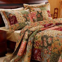 This Antique Chic quilt set lets you sleep in classic comfort. Featuring a charming patchwork of richly-printed fabrics, this vermicelli quilt bedding offers durability and fine surface texture.