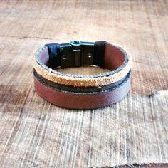Bracelete em couro legítimo, com fecho em imã. Cod 115