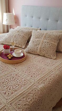 Crochet Bedspread Pattern, Crochet Edging Patterns, Baby Knitting Patterns, Crochet Granny, Knit Crochet, Granny Square Blanket, Bed Spreads, Comforter Sets, Bed Sheets