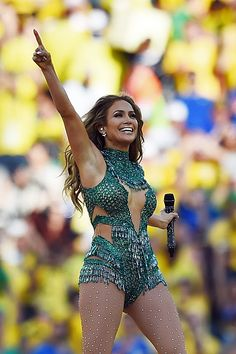 From Fly girl to World Cup headliner. Our Bellyitch BumpWatch alum Jennifer Lopez brought mad crazy energy to her phenomenal electrifying performance at the 2014 FIFA World Cup opening ceremony in . Dr Phil Diet, Jennifer Lopez Fotos, Jennifer Lopez Concert, Concert Looks, Stage Outfits, World Cup 2014, Celebs, Celebrities, Opening Ceremony