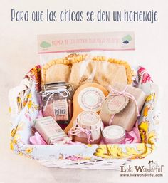 Lola Wonderful_Blog: Regala relax y cuidados a los que más quieres Gift Hampers, Gift Baskets, Lola Wonderful, Celebration Box, Bussines Ideas, Candy Bouquet, Spa Gifts, Diy Candles, Homemade Gifts