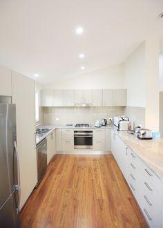 Simple, elegant kitchen by Living Green Designer Homes #timberfloor #interior #homes #construction #sustainability #livinggreendesignerhomes