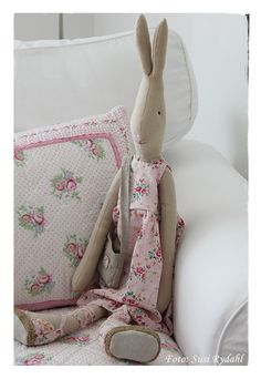 Use Maileg bunny with children's cushions.