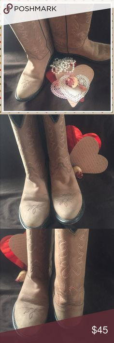 🤠 🐮 💐 Cowboy boots size 055 5.5 Tan 💐🤠🐮 💐 gorgeous cowboy 🤠 cowgirl 😊 Boots 🐮 Tab with Red/pink stitching size 055 or 5.5 51/2 gently well Loved  💗see photos but still have 🎥 still a lot of wear left in them 💐🤠 Shoes Heeled Boots