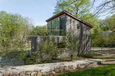 Davis House by Sharon Davis Design. I like the use of the shed roof. I wonder what the placement is. That wall of window is probably facing north. It is in New York. The context is more impressive then the pictures show. There is a barn on the side that matches surprisingly well with the house.