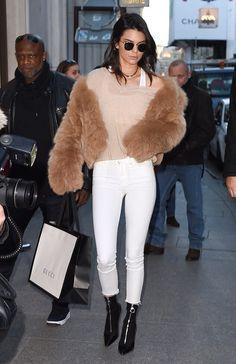 Kardashian/Jenner Blog — November 28th, 2016 - Kendall out in Paris