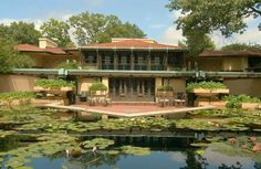 HGTV takes you inside the Avery Coonley House, a historic prairie-style home designed by famous architect Frank Lloyd Wright. Casas De Frank Lloyd Wright, Frank Lloyd Wright Buildings, Frank Lloyd Wright Homes, Prairie House, Prairie Style Houses, Wisconsin, Ennis House, Organic Architecture, Architecture Images