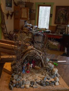 I know it's rushing the season, but for those of you who celebrate Christmas, it's time to get started on making a nativity scene, so that you have it ready to display during … Christmas Cave, Christmas Crib Ideas, Country Christmas Decorations, Easy Christmas Crafts, Christmas Wreaths, Christmas Village Display, Christmas Nativity Scene, Diy Nativity, Christmas Interiors