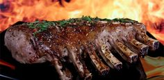 Who doesn't love the taste of a tender steak fresh off the grill? A great-tasting steak begins with a good cut of meat. Use this guide to get the meaty details you need! Prime Rib Roast, Pork Roast, Carne Asada, Sauce Au Miel, Tolle Desserts, Steak Cuts, Barbecue Ribs, Weight Loss Tea, Bbq Ribs