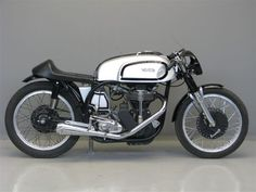 Hay algo que me atrae de las cafe racers 1957 Norton Manx