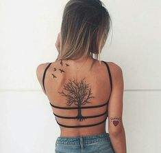 Back tattoo girl back tattoos, small back tattoos, cute girl tattoo Small Back Tattoos, Girl Back Tattoos, Cute Girl Tattoos, Cool Tattoos, Tattoo Platzierung, Tattoo Fonts, Tattoo Neck, Tattoo Quotes, Neue Tattoos