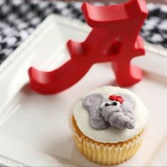 Roll Tide Roll elephant cupcakes