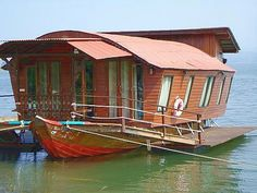 Man how cool would a house boat be?!