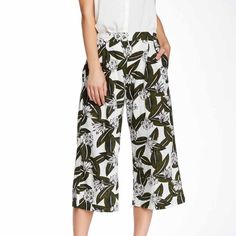 ‼️SALE PRICE‼️Printed Gaucho Pants The perfect chic pants. Bought new with tags. Let me know if you have any questions, thanks! Price is firm!! Elodie Pants Ankle & Cropped