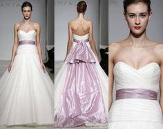 Vestido de noiva com laço lilás