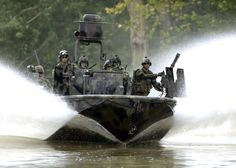 US Navy Special Warfare Combatant-craft Crewmen (SWCC) transit the Salt River in northern Kentucky during pre-deployment, live-fire training. Military Special Forces, Military Men, Military Force, Military Humor, Brown Water Navy, Naval Special Warfare, Fire Training, Combat Medic, Us Navy Seals