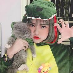 """10.1k lượt thích, 85 bình luận - Lê Thị Linh Chi (@cchikawaii) trên Instagram: """"Khủng long thích ăn thịt gà 🐣🐣"""" Ulzzang Korean Girl, Insta Photo Ideas, Chi Chi, Aesthetic Girl, My Girl, Winter Hats, Cute, Beauty, Instagram"""
