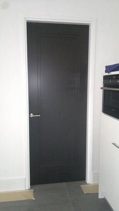 home decor 25 Dark Doors, Windows And Doors, Front Doors, Black Interior Doors, Modern Interior, Wooden Sliding Doors, Minimal House Design, Indoor Doors, Bathroom Doors