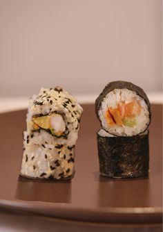 Makis & California Rolls d'hiver Sushi, Muffin, Bar, Breakfast, Ethnic Recipes, Food, Winter, Morning Coffee, Muffins