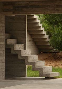 Haus an der Costa Esmeralda Bak Arquitectos Treppen Bak Arquitectos Modern Stairs Arch … - Eingang Staircase Handrail, Stair Railing, Staircase Design, External Staircase, Stair Design, Railings, Stairs Without Railing, Take The Stairs, Indoor Railing