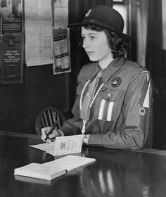 Tue, July 21, 2015 Pictures of Queen Elizabeth II during the second world war. A 16-yer-old Queen Elizabeth II registers for war service under the Minsitry of Labour's Youth Registration Scgeme on 25th April 1942